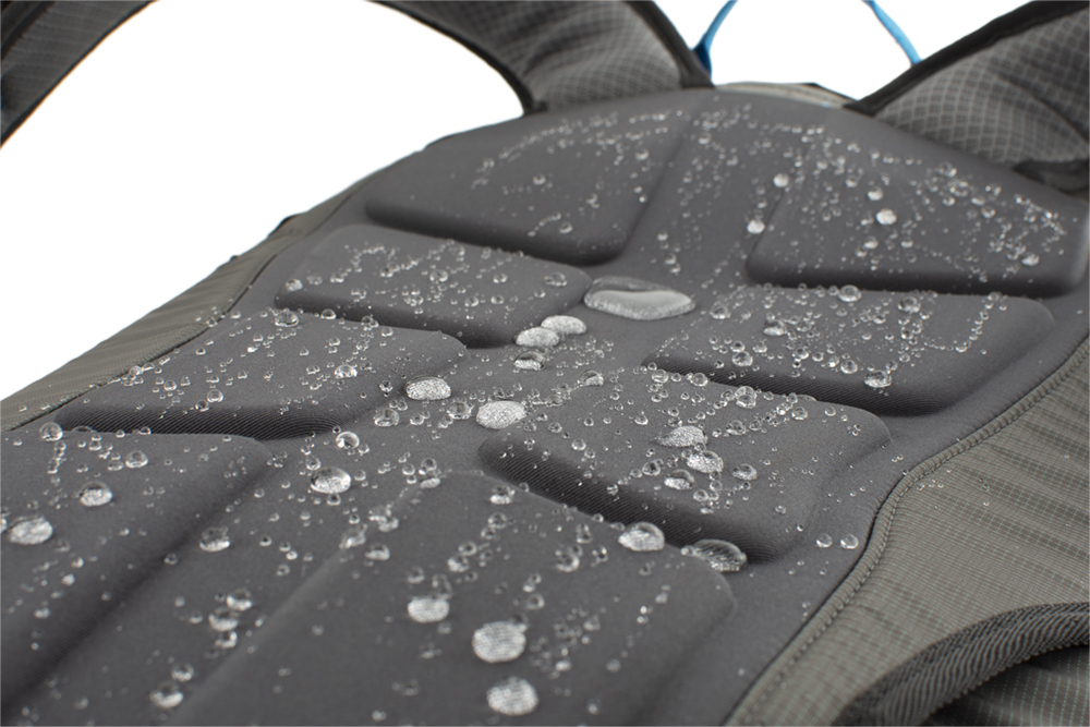 The new, non-absorbent, molded back system SNOFF, which repels snow and water.