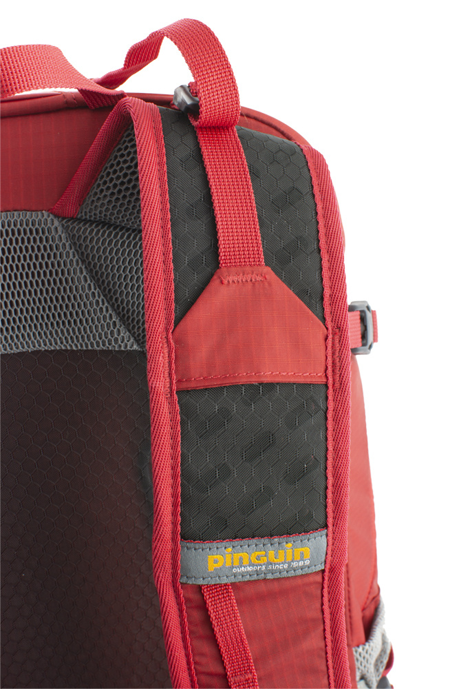 Shoulder straps with reinforced padding in the shoulder section for even greater comfort when transporting heavy loads are perforated at the top for increased breathability.