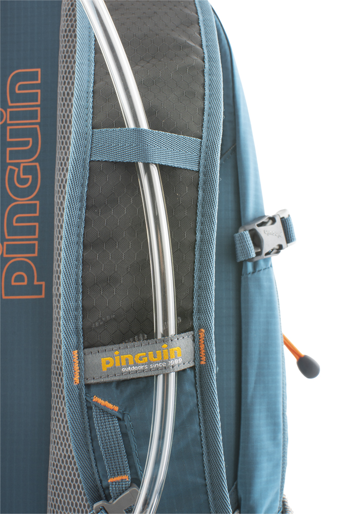 Flux 15 - Shoulder straps with reinforced padding in the contact section for even greater comfort when transporting heavy loads are perforated at the top for increased breathability.