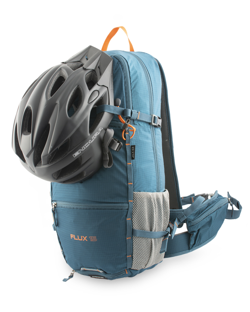 Flux 15 - The upper pair of compression straps is led from the front of the backpack for the possibility of hanging a classic bike or integral helmet.