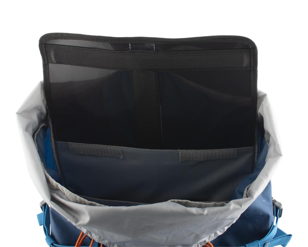Attack 45 - záda batohu jsou vyztužena vyjímatelnou HDPE deskou s integrovanou duralovou výztuží, která pomáhá rozložit hmotnost přepravovaného nákladu na záda a eliminuje tlaky přepravovaných předmětů do zad