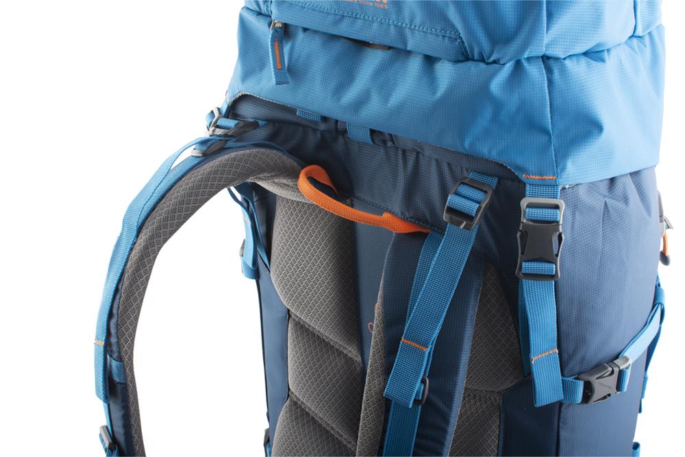 Attack 45 - balanční popruhy v horní části ramenních popruhů a na bocích bederního pásu pro dokonalé usazení batohu na zádech a eliminaci jeho pohybu při chůzi