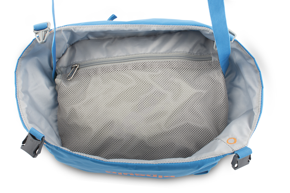 Attack 45 - snadno odepínatelné prostorné víko batohu se dá použít jako ledvinka nebo taška přes rameno