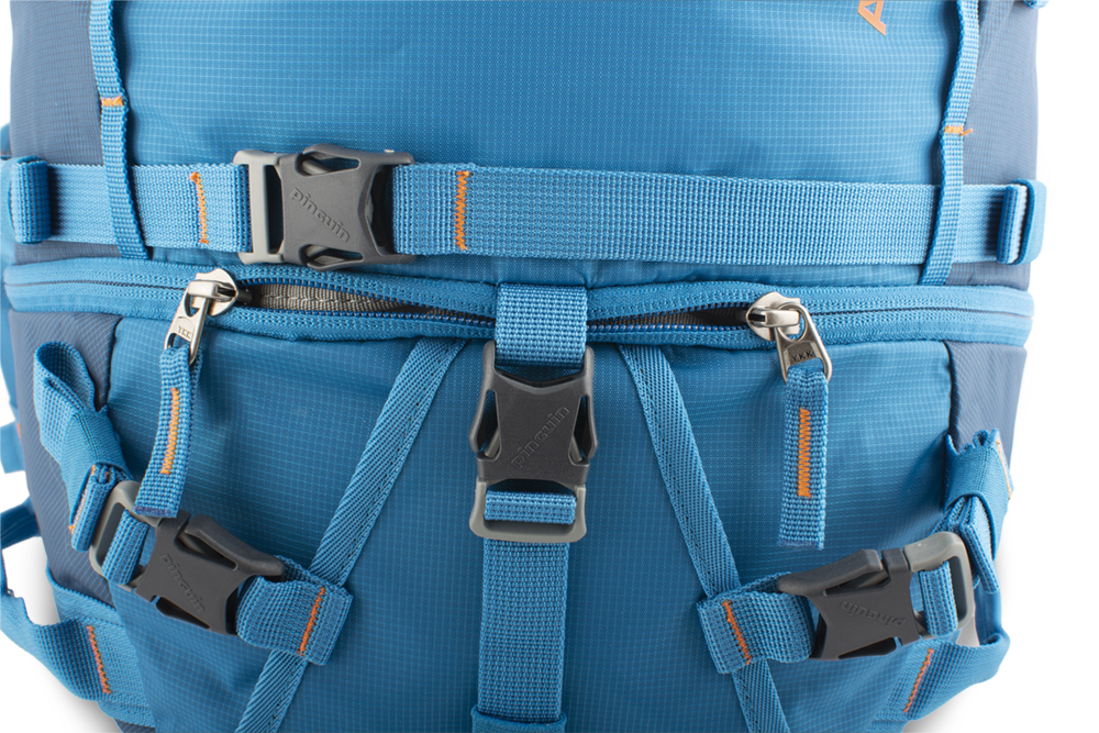 Attack 45 - The lower chamber zipper is secured with a separate strap with a buckle.