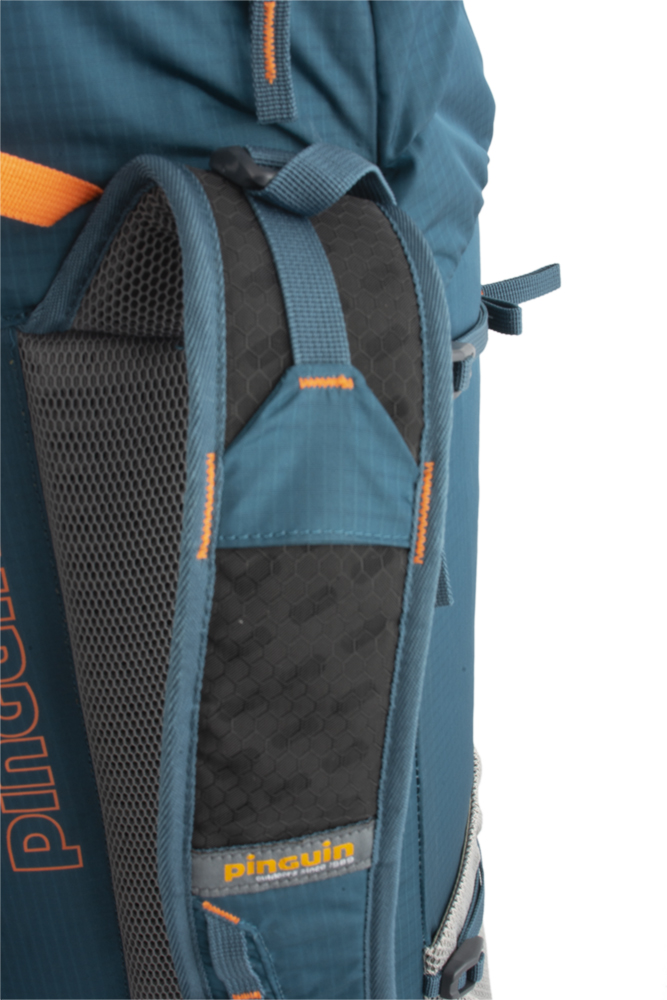 Fly 30 - Shoulder straps with reinforced padding in the shoulder section for even greater comfort when transporting heavy loads are perforated at the top for increased breathability.