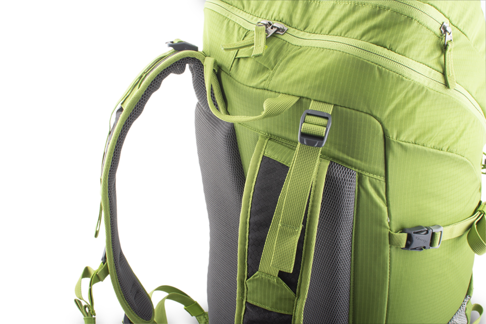 Trail 42 green - Balance straps at the top of the shoulder straps and on the sides for perfect fit of the backpack on the back and eliminating its movement while walking.