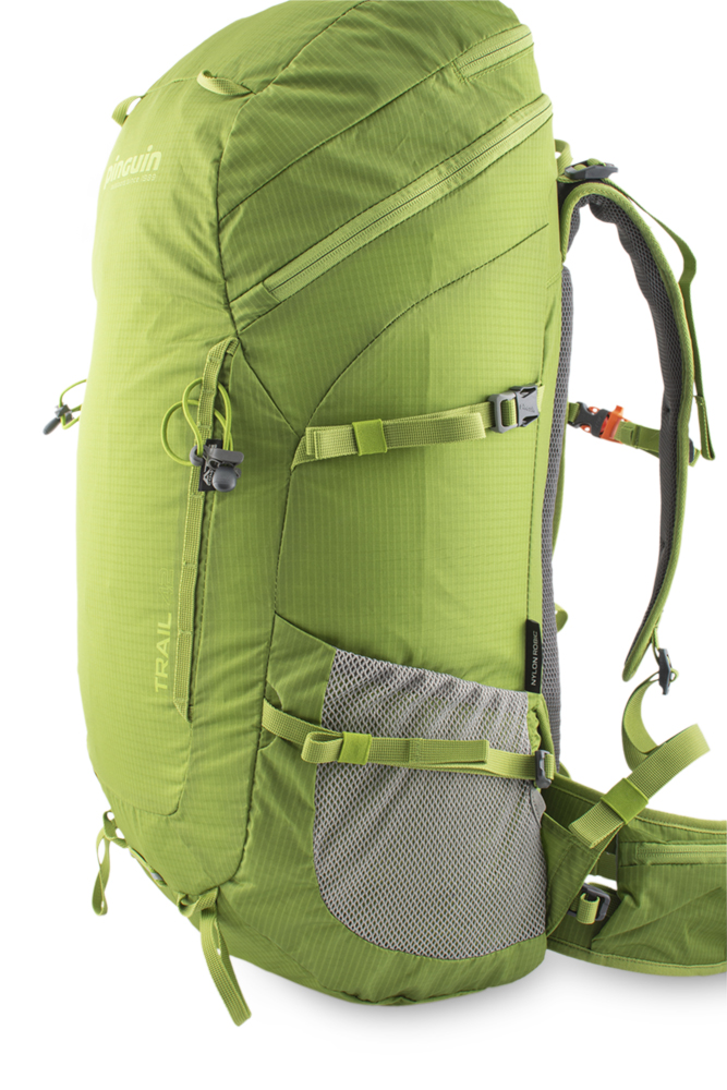 Trail 42 green - A pair of side compression straps for a perfect drawback.