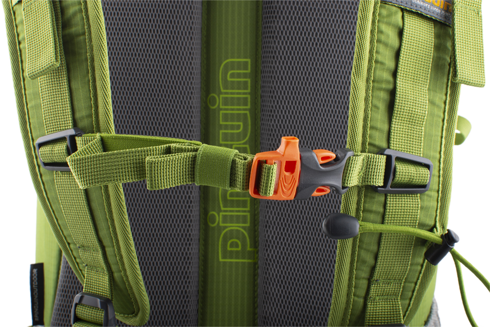 Trail 42 green - Height adjustable and detachable chest strap with emergency whistle.