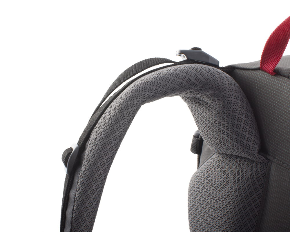 Vector 35 black - Firm shoulder straps with reinforced padding to maintain comfort even when transporting heavy loads.