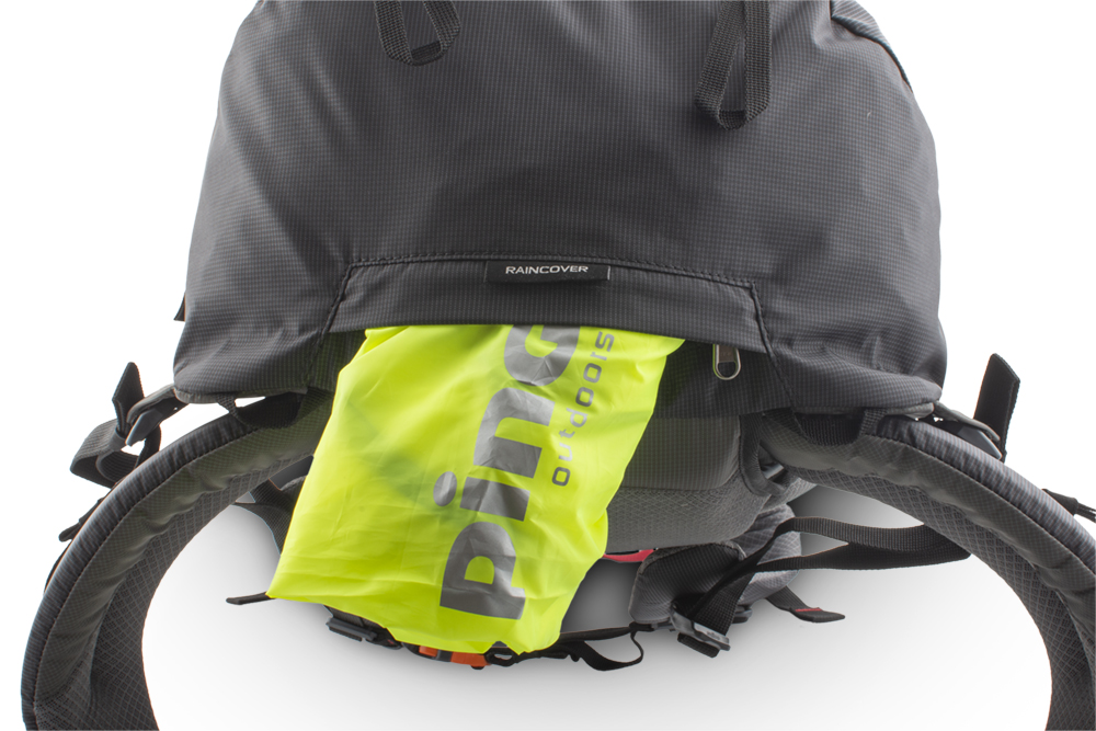Vector 35 black - A distinctive raincoat in a separate zip pocket on the bottom of the backpack.