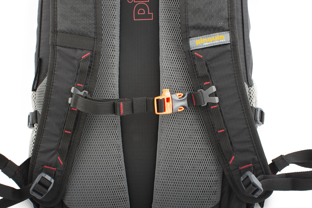 Step 24 black - Height adjustable and detachable chest strap with emergency whistle.