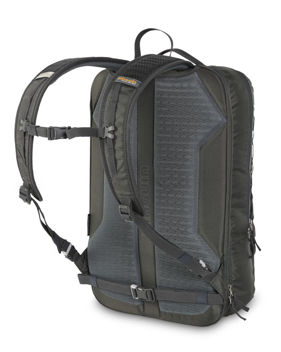 Integral 30 - The ventilated E3D back system keeps the backpack center of gravity as close to the back as possible, ensuring maximum ventilation.