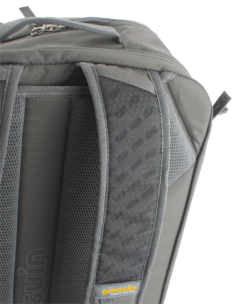 Integral 30 - Shoulder straps with reinforced padding in the shoulder section for even greater comfort when transporting heavy loads are perforated at the top for increased breathability.