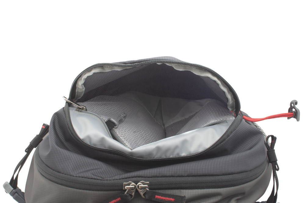 Vector 35 black - Spacious front zipper pocket for storing quick-access equipment with an internal mesh zipper pocket for valuables with a carabiner for keys.