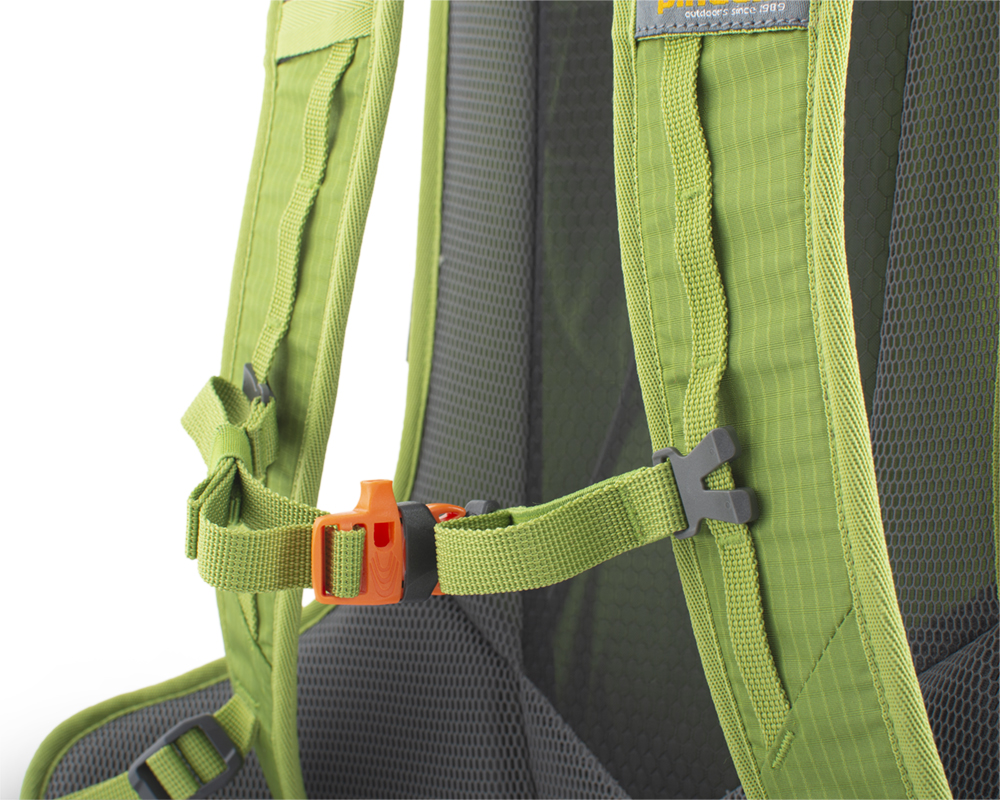 Ride 25 green - Height adjustable and detachable chest strap with emergency whistle.