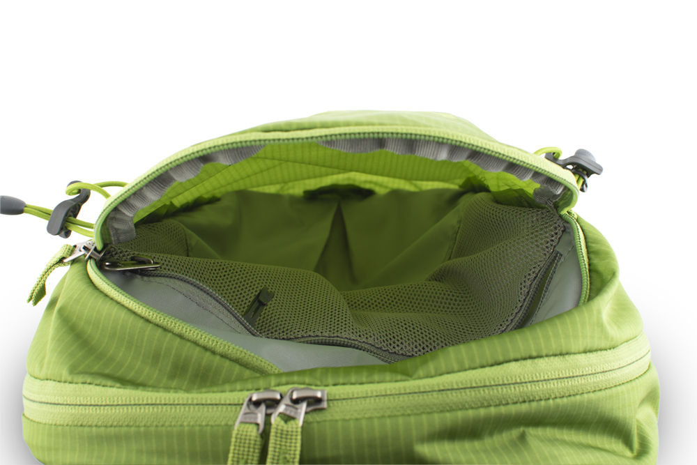 Ride 25 green - Spacious front zipper pocket with inner mesh zipper pocket for valuables with a keychain carabiner.