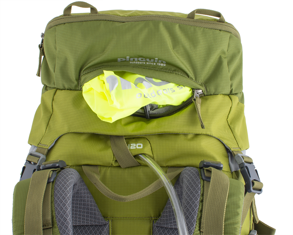 Activent 48 green - Camel bag hose hole between upper balance straps.  Contrasting raincoat in a separate zip pocket on the lid of the backpack.