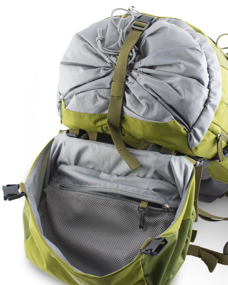 Activent 48 green - síťovaná zipová kapsa na vnitřní straně víka na cennosti s karabinkou na klíče. Středový kompresní popruh pod víkem.