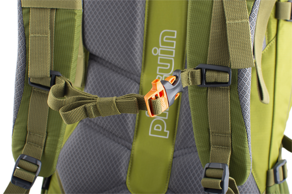 Activent 48 green - Height adjustable and detachable chest strap with emergency whistle.