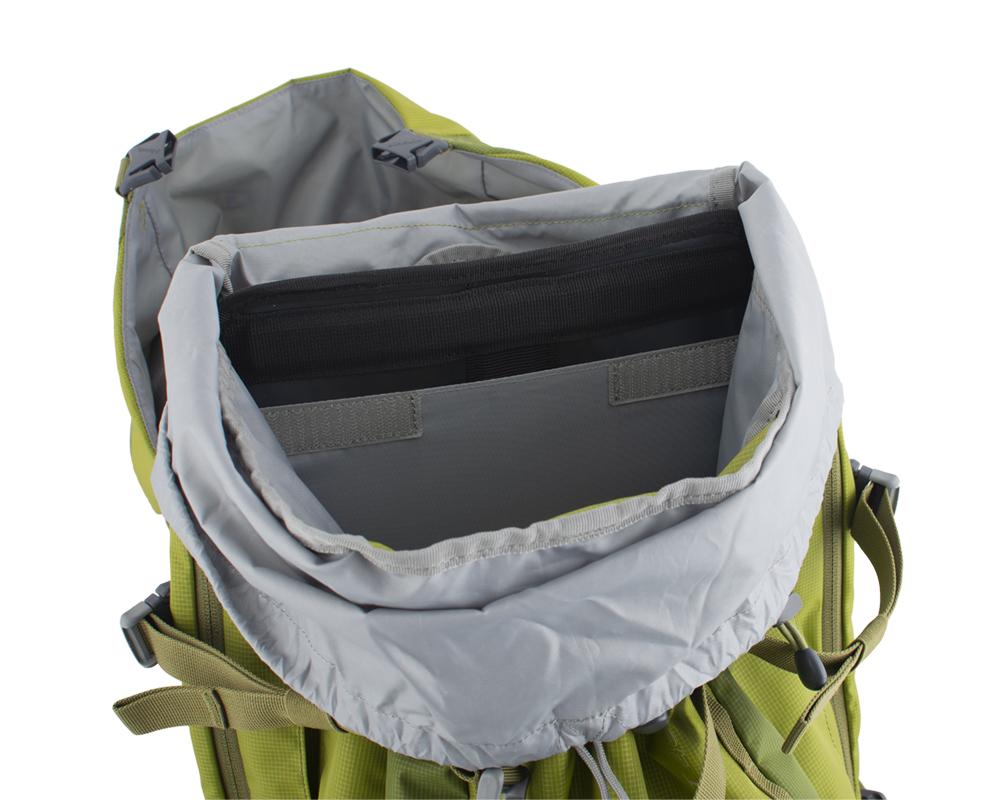 Activent 48 green - záda batohu jsou vyztužena vyjímatelnou HDPE deskou s integrovanou duralovou výztuží, která pomáhá rozložit hmotnost přepravovaného nákladu na záda a eliminuje tlaky přepravovaných předmětů do zad