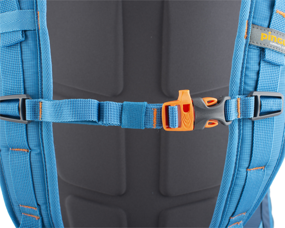 Ridge 28 - Height adjustable and detachable chest strap with emergency whistle.
