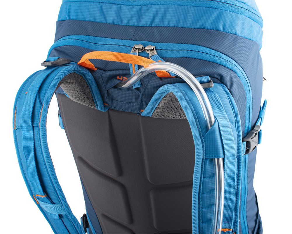 Ridge 40- Camelbag hose outlet at the top of the backpack between the shoulder straps.