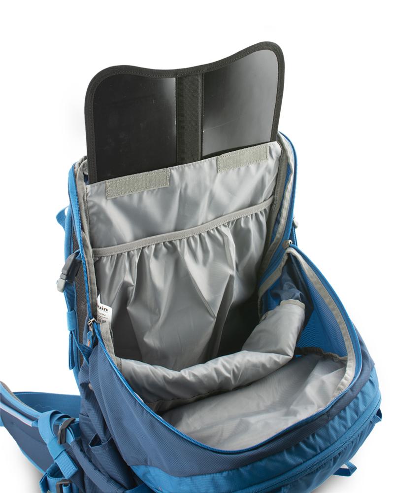 Ridge 28 petrol - záda batohu jsou vyztužena vyjímatelnou HDPE deskou s integrovanou duralovou výztuží, která pomáhá rozložit hmotnost přepravovaného nákladu na záda a eliminuje tlaky přepravovaných předmětů do zad