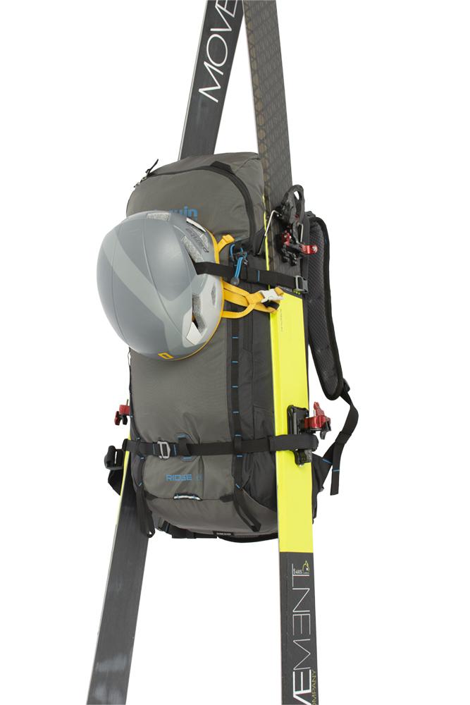 Ridge 28 black - možnost přepravy širokých lyží na bocích batohu