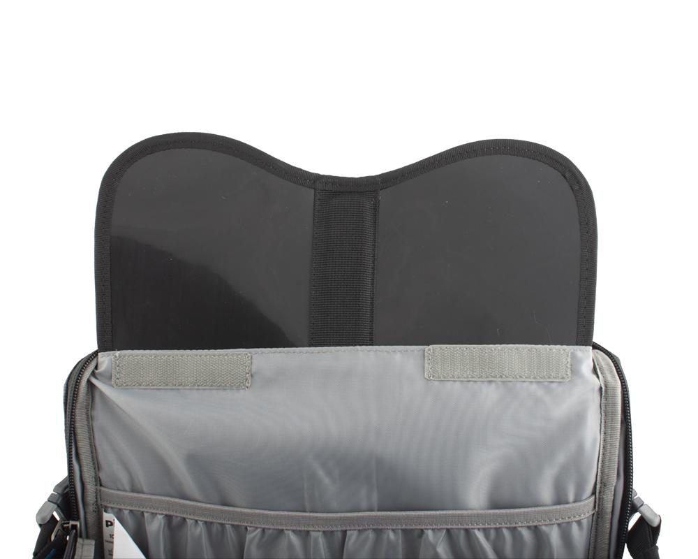 Ridge 40 - Záda batohu jsou vyztužena vyjímatelnou HDPE deskou s integrovanou duralovou výztuží, která pomáhá rozložit hmotnost přepravovaného nákladu na záda a eliminuje tlaky přepravovaných předmětů do zad.