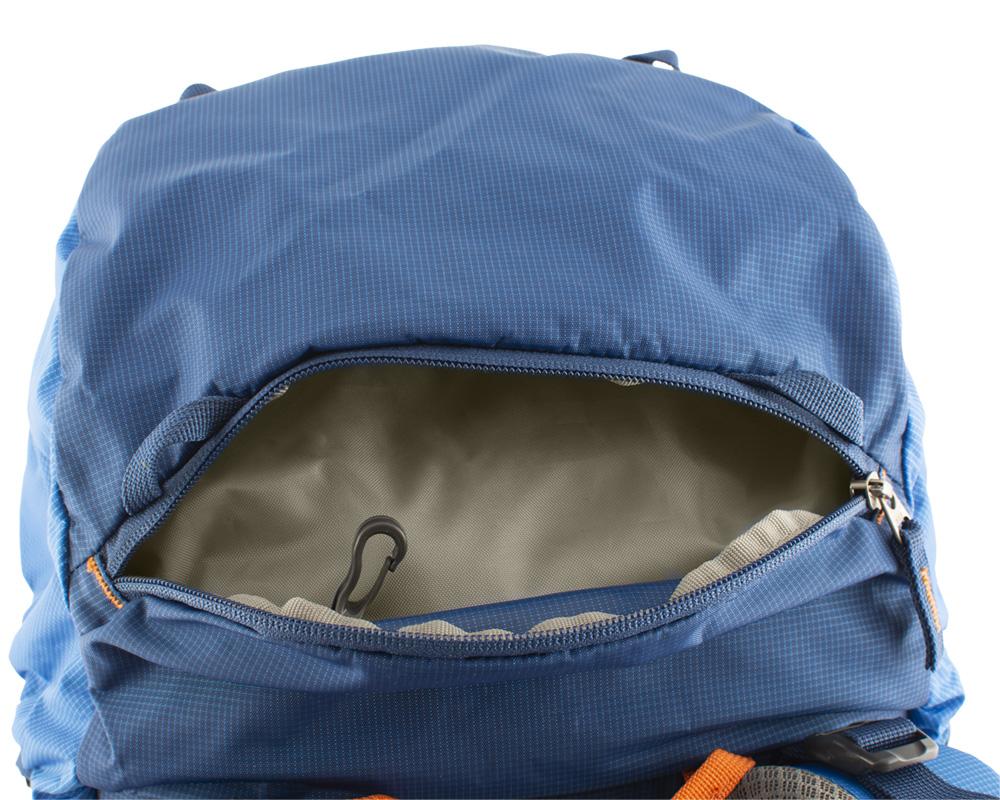Boulder 38 blue - vnější zipová kapsa na víku vhodná k uložení rychle dostupného vybavení (např. lékárny) a potravy