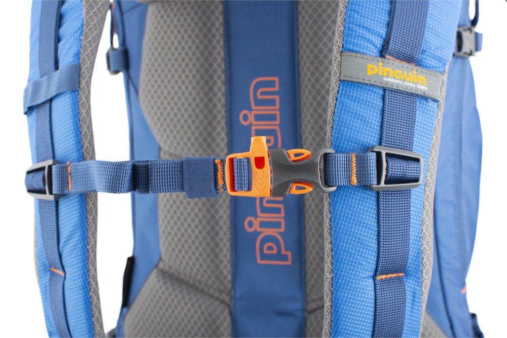Boulder 38 blue - Adjustable and detachable chest strap with emergency whistle.