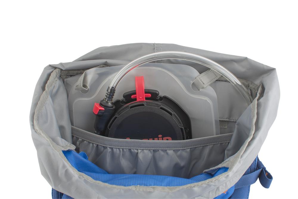 Boulder 38 blue - přepážka oddělující vodní vak od dalšího převáženého vybavení uvnitř hlavní komory