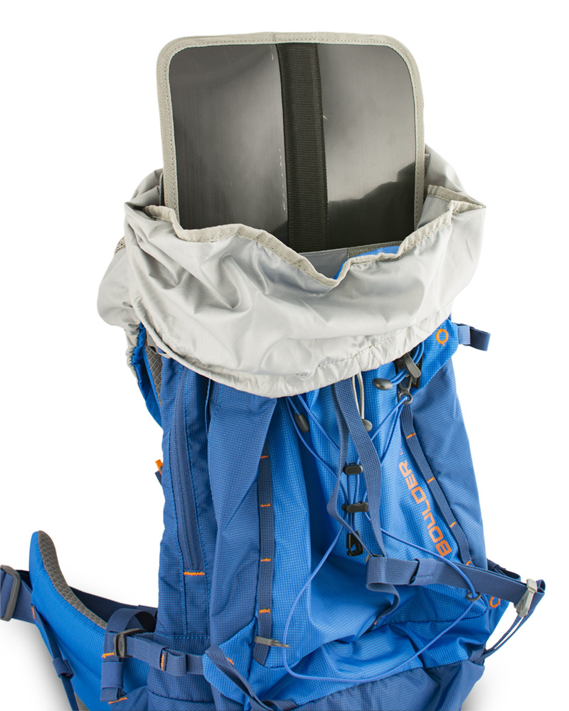Boulder 38 blue - záda batohu jsou vyztužena vyjímatelnou HDPE deskou s integrovanou duralovou výztuží, která pomáhá rozložit hmotnost přepravovaného nákladu na záda a eliminuje tlaky přepravovaných předmětů do zad