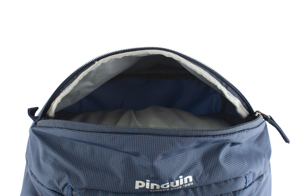Explorer 100 navy - Outer zippered pocket on the lid suitable for storing quickly accessible equipment (eg first aid kit or food).