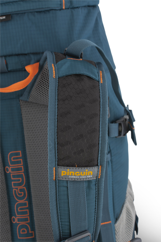 Walker 50 petrol -Shoulder straps with reinforced padding in the shoulder section for even greater comfort when transporting heavy loads are perforated at the top for increased breathability.
