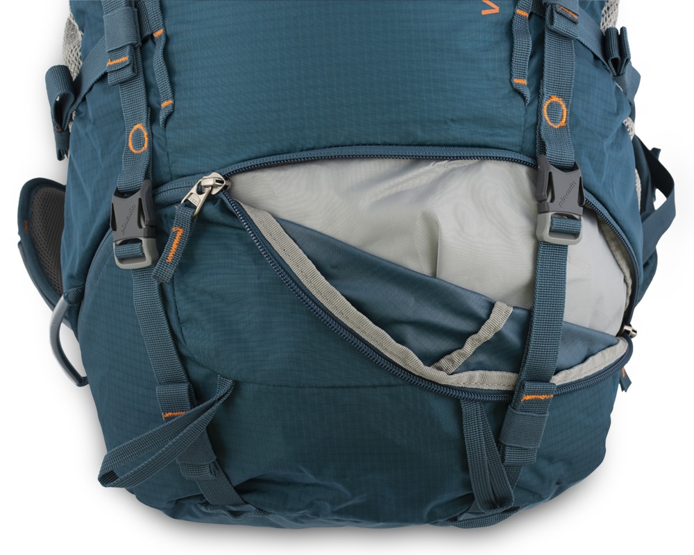 Walker 50 petrol - The lower chamber zipper is secured by a pair of straps with the possibility of attaching additional material (eg tent).