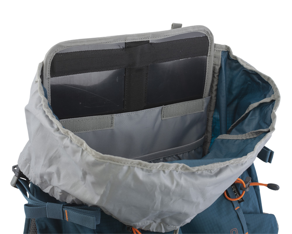Walker 50 petrol - The back of the backpack is reinforced with a removable HDPE plate with integrated duralumin reinforcement, which helps to distribute the weight of the transported cargo on the back and eliminates the pressure of transported objects in the back.