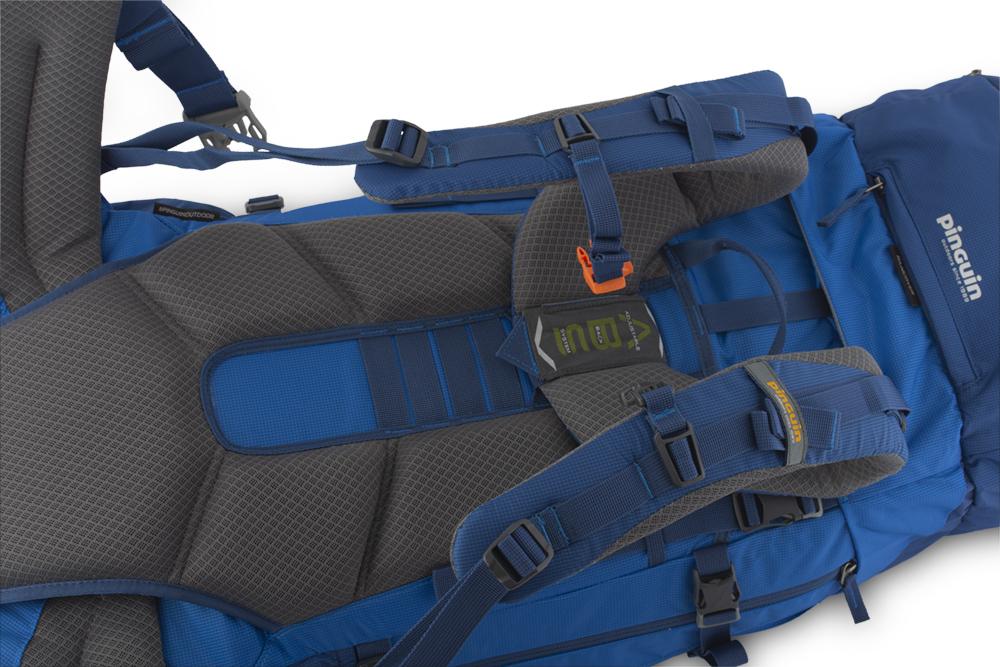Activent 55 navy - pohodlný, šitý zádový systém s polštářky potaženými 3D mesh prodyšnou textilií zajišťuje efektivní odvětrání zad při zachování optimálního rozložení nákladu